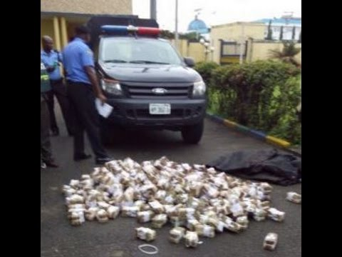 A Man Returned Government Stolen Money (250 Million Naira)  in Lagos