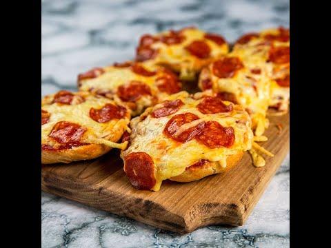 Mini pizze cu pepperoni