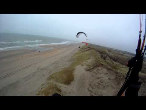 Tiefflug im Regen - Dünenfliegen an der Nordsee