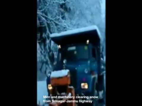 Men and machinery clearing snow from Srinagar-Jammu highway