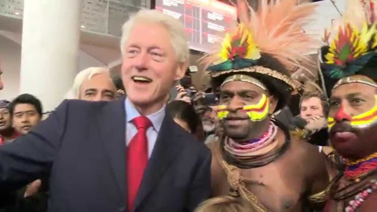 president bill clinton with huli dancers from papua new