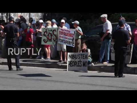 Ukraine: Mikhailovsky Bank investors protest in front of US embassy in Kiev