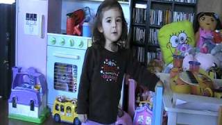 Bob Marley - Three Little Birds - Mia singning 2yrs old
