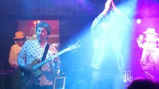 Смотреть видео Yellow Pillow & Вася В/Концерт в Питере/09.10.2018 онлайн