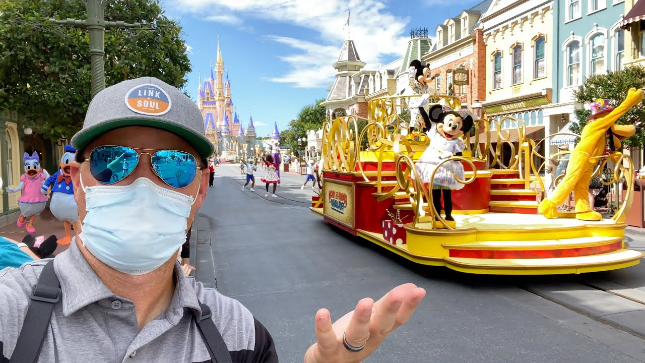 Disney's Parks Can't Stand on Pandemic's Middle Ground