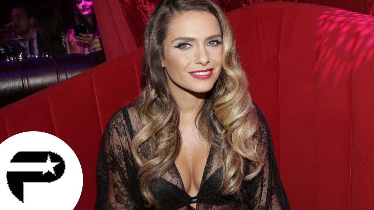 clara morgane pose pour son calendrier youtube. Black Bedroom Furniture Sets. Home Design Ideas