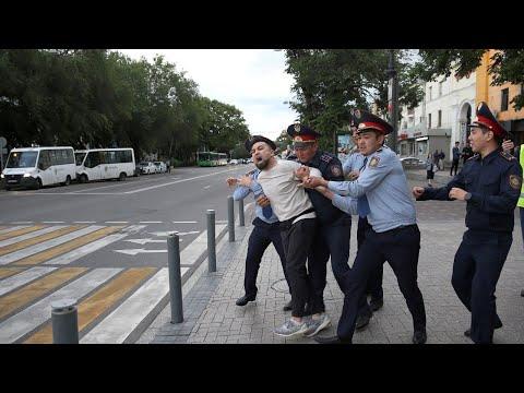 Митинг қарсаңында белсенділер ұсталып жатыр - AzatNEWS