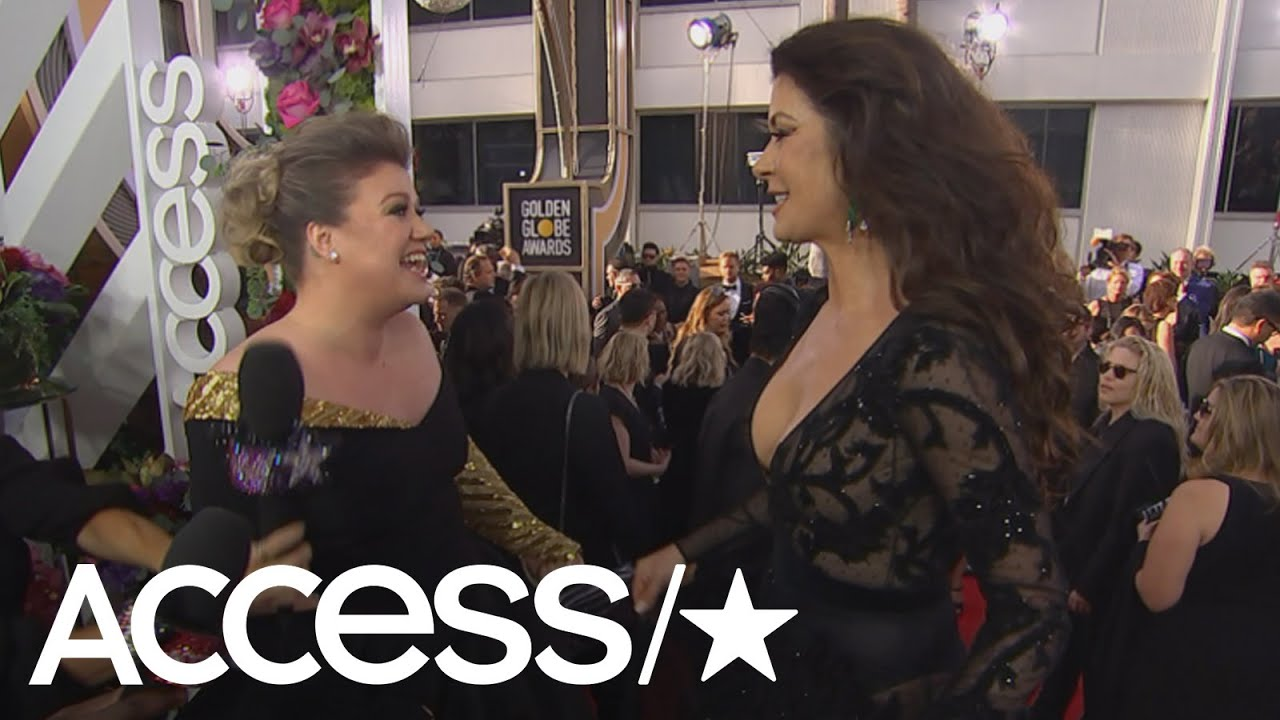 8. At the 2018 Golden Globes, Kelly Clarkson met Catherine Zeta-Jones. Kelly was starstruck, and she ran into Catherine after seeing her. Both of them were big fans of each other, and they shared a delightful conversation.