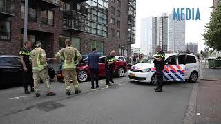 Gestolen Tesla na achtervolging in Rotterdam klemgereden