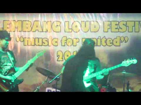 Fajar BIROE Soloist With Eden Key Band   Bento CoverGuest Star Palembang Loud Festival Music For Uni