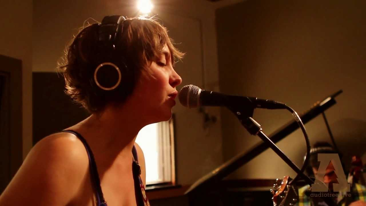 Download Cheyenne Mize - Give it All - Audiotree Live