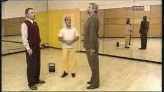 Seht wie der Deutsche tanzen kann!
