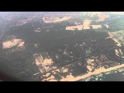 Máy bay Airbus A320 hạ cánh xuống sân bay quốc tế Đà Nẵng