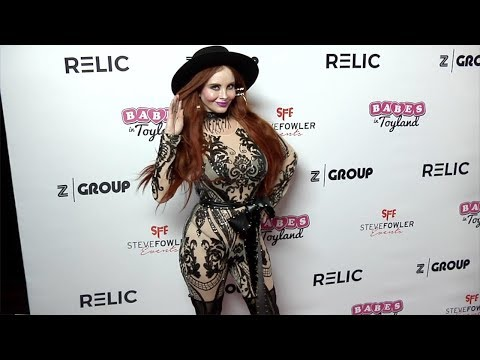 Phoebe Price 2018 Babes in Toyland Pet Edition Red Carpet