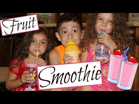 HOW TO MAKE A HEALTHY FRUIT SMOOTHIE! STRAWBERRIES, BANANAS, GRAPES OH MY!