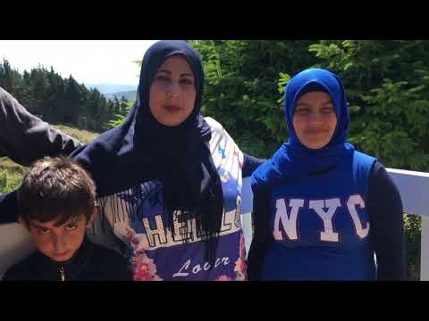 Syrian refugees learn English with local mum