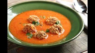 Przepis - Domowa zupa pomidorowa z mięsnymi kulkami (przepisy kulinarne przepisy.pl)