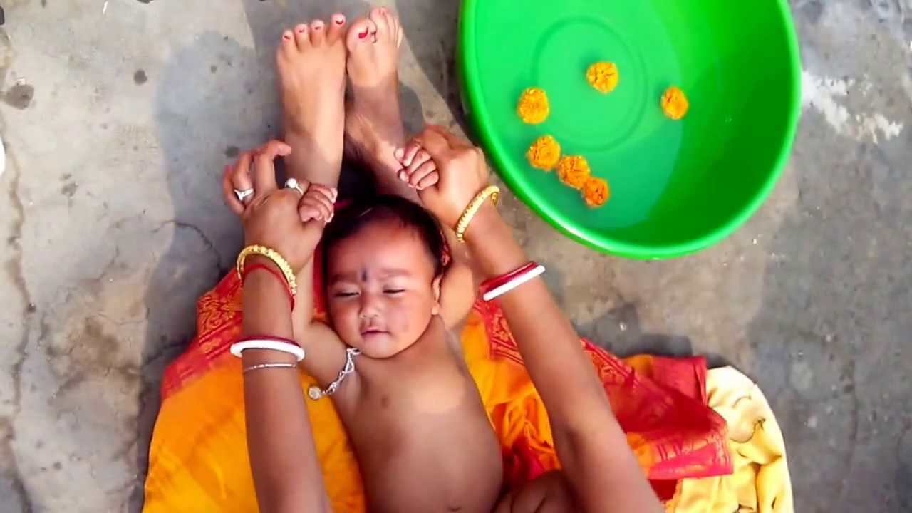 How to Bath a Six Months Old Baby in a tub - YouTube