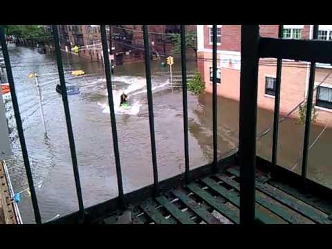 אופנוע ים באמצע הוריקן