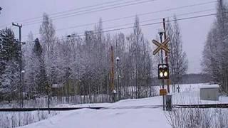 Video Pendolino S 8 passed Saari (Kuormaustie) level crossing in Parikkala, Finland download MP3, 3GP, MP4, WEBM, AVI, FLV Agustus 2018