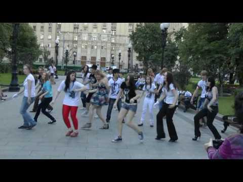 Видео: Акция памяти Майкла Джексона 25 июня 2010 г  Баррикадная  Флешмоб