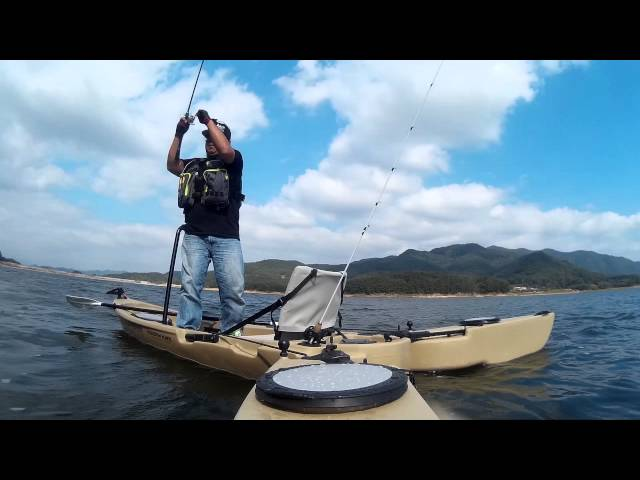 Kayak fishig with freedom hawk