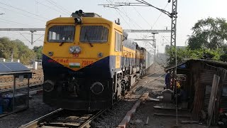 GRAND ENTRY | Palace Queen Humsafar Express with Surprising Offlink Tughlakabad WDG-4D...