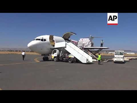 Humanitarian aid arrives in Yemen as coalition allows UN flights