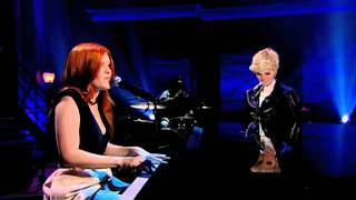 "Ali Milner performs ""Black Velvet"" with Alannah Myles on Cover Me Canada"