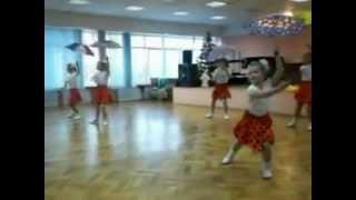 Танец маленьких утят. Танцуют дети