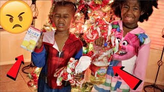 """GIVING KIDS BAD CHRISTMAS PRESENTS PRANK!!!""  😱/ MERRY CHRISTMAS FROM US 🎄 