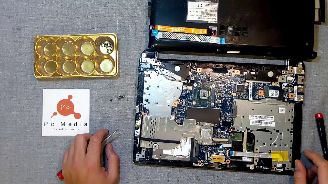 Cambio contaminación difícil  Desensamblando Toshiba Satellite L45 Series - YouTube