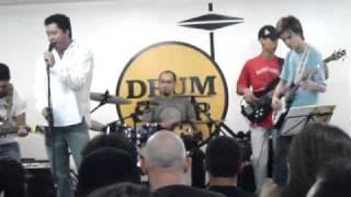 mauricio baterista e banda música do queen