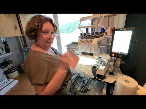 Download T Shirt borduren op een Brother PR1050X 10 naalds borduurmachine