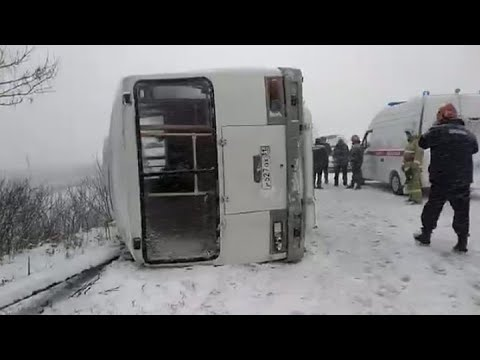 Под Старым Осколом перевернулся автобус