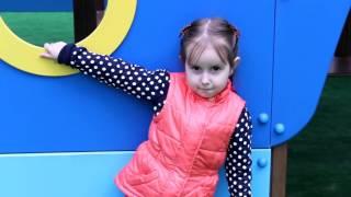 пошуки kinder surprise та ігри на дитячому майданчику, поиски киндер сюрпризов на детской площадке