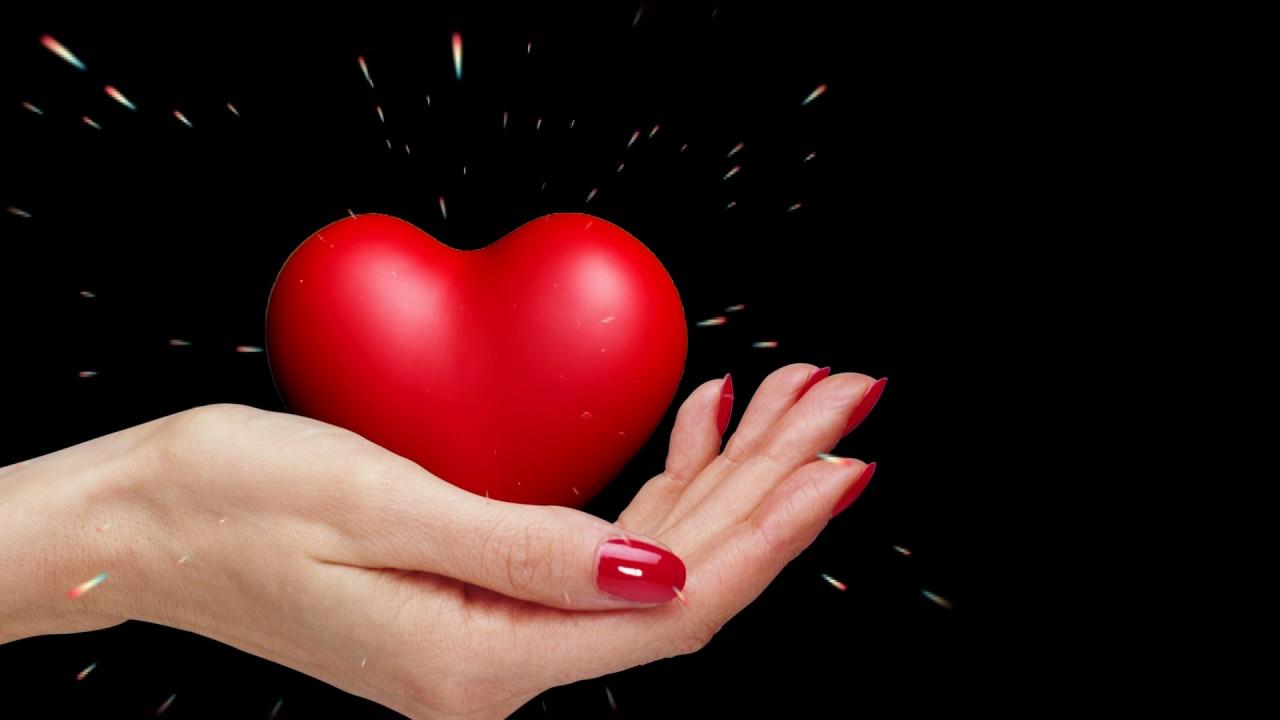 Сердце в ладонях открытки