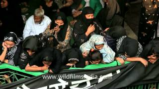 Women mourning at Dargah Panja Sharif