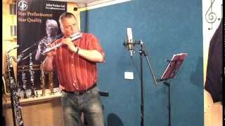 JP010CH curved head flute demonstration by Pete Long - John Packer Ltd