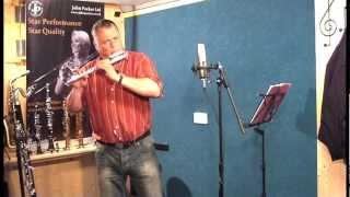 JP010CH curved head flute demonstration by Pete Long - John Packer Ltd