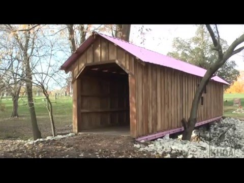 KHQA: Pink-roofed covered bridge in Bushnell