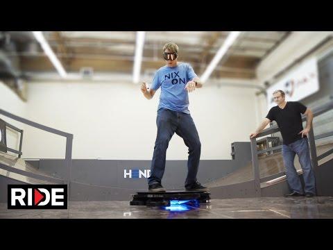 sportourism.id - Aksi-Tony-Hawk-dengan-Skateboard-Terbang