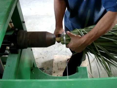 Forjando escoba de palma tipo jamaica 6 youtube - Escobas de palma ...