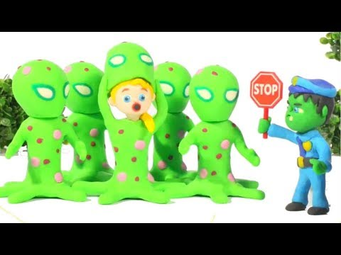 BABY POLICE STOPS THE MARTIANS 鉂� SUPERHERO PLAY DOH CARTOONS FOR KIDS