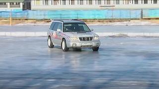 Известный автогонщик показал детям азы экстремального вождения