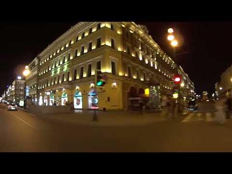Debes conocer la famosa Avenida Nevsky de noche. San Petersburgo. Rusia