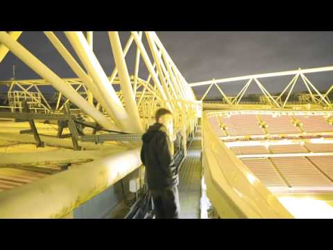 CLIMBING EMIRATES STADIUM ARSENAL
