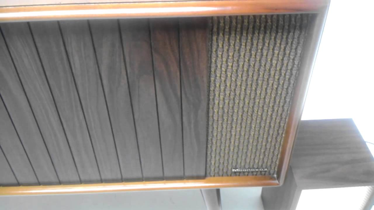 Vintage 1960 Magnavox Record player Console Turn table Phonograph FOR SALE