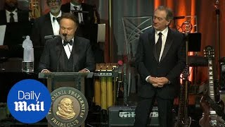 Robert De Niro and other celebs watch Billy Crystal get icon award