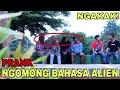 NGOMONG BAHASA ALIEN DEPAN ORANG GA KENAL | Prank Indonesia